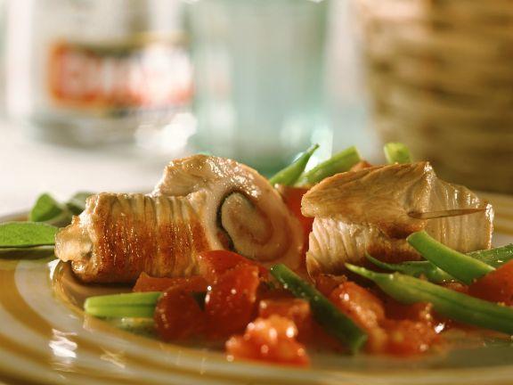 Putenröllchen mit Bohnen-Tomatengemüse