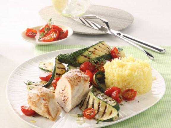 Putenröllchen mit Zucchini-Tomaten-Gemüse und Reis
