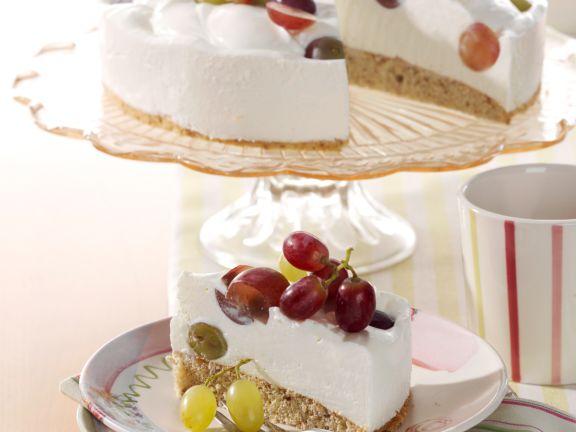 Quark-Nuss-Torte mit Weintrauben