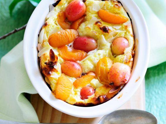 Quarkauflauf mit Stachelbeeren und Aprikosen