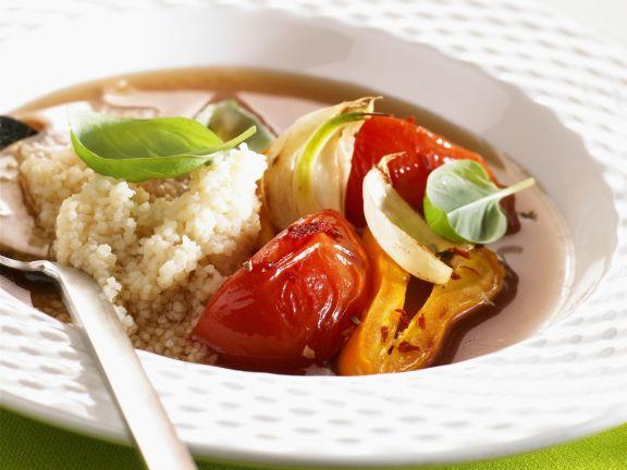Quinoa mit Gemüse in Brühe