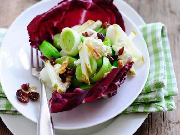 Radicchiosalat mit Früchten und Lauch