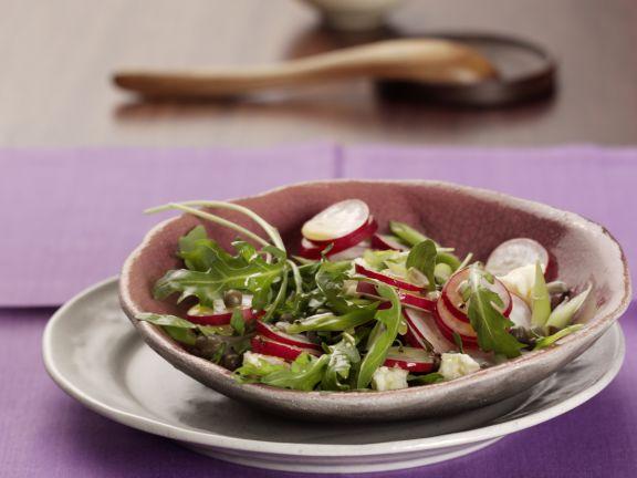 Radieschen-Rucola-Salat mit Schafskäse
