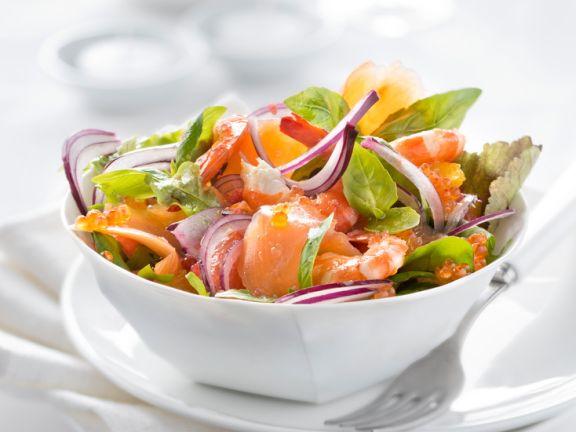 Räucherlachssalat mit Orange und Shrimps