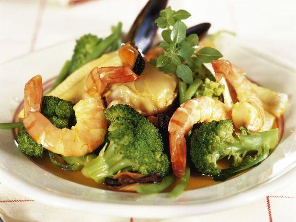 Ragout aus Meeresfrüchten und Brokkoli
