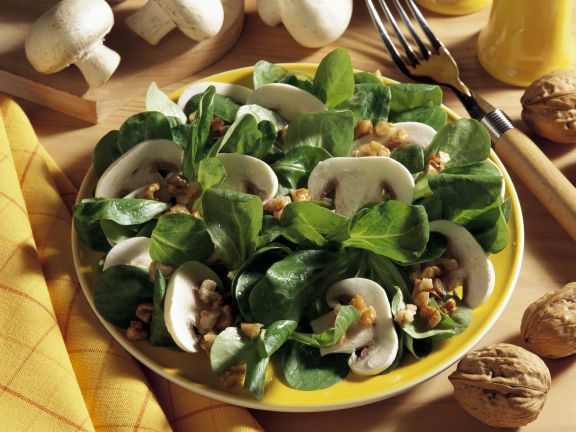 Rapunzelsalat mit Champignons