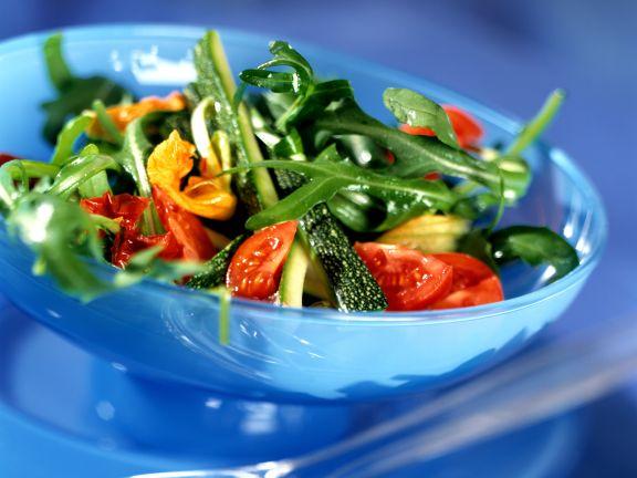 Rauke mit Zucchini und Tomate