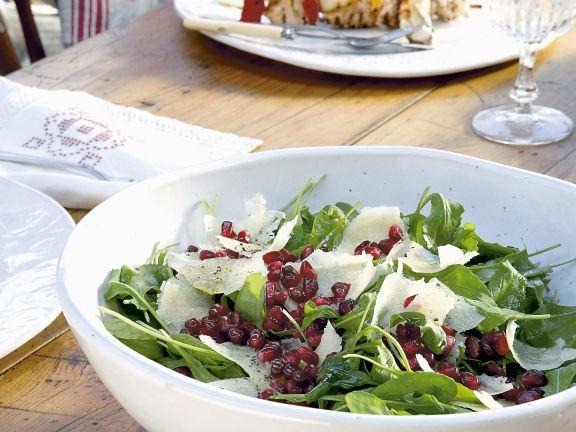 Raukesalat mit Granatapfel und Parmesan