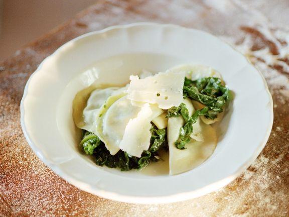 Ravioli mit Spinat und Parmesan