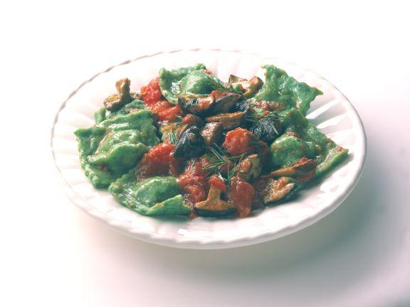 Ravioli mit Tomaten-Pilz-Sauce