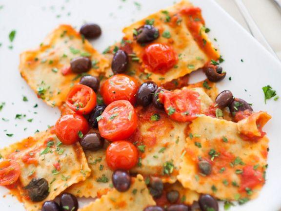 Ravioli mit Tomatensoße