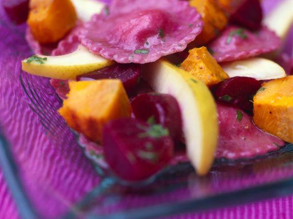 Raviolisalat mit Roter Bete, Kürbis und Birne