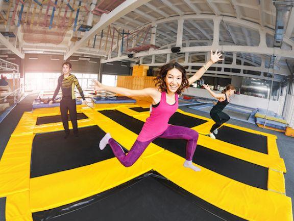 Abnehmen Mit Trampolin : rebounding abnehmen mit training auf einem trampolin eat smarter ~ Watch28wear.com Haus und Dekorationen