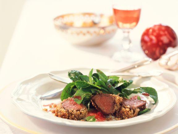 Rehrückenfilet mit Nusskruste und Feldsalat