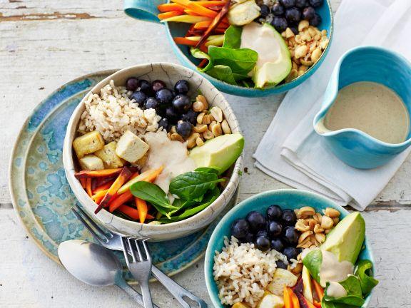 Reis-Bowl mit Avocado