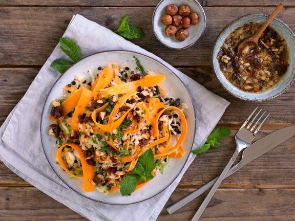 Reis-Linsen-Salat mit Möhren, Spitzkohl und Haselnuss-Dressing