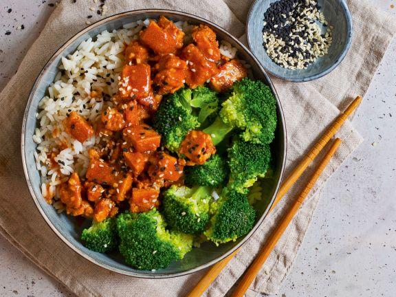 Reis mit mariniertem Tofu