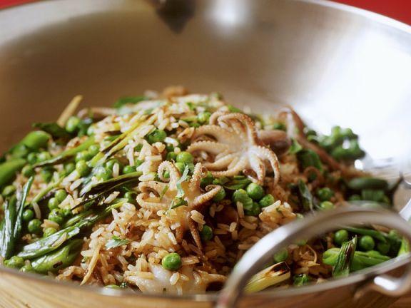 Reis mit Tintenfisch aus dem Wok