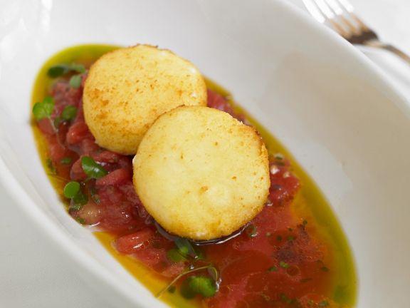 Reisküchlein mit Tomatensauce