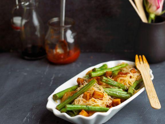 Reisnudeln mit grünen Bohnen und Tofu