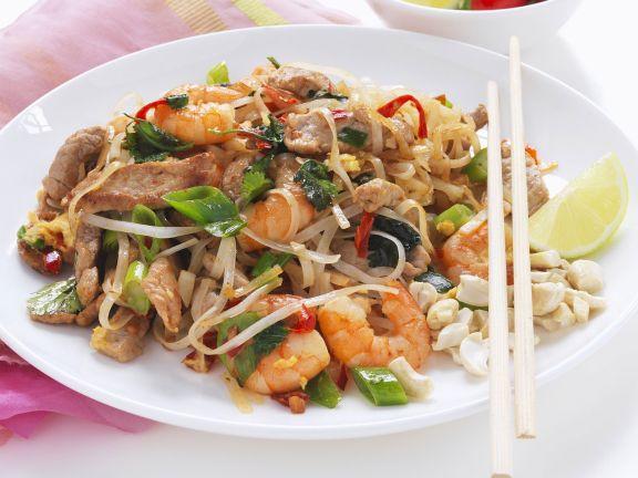 Reisnudeln mit Shrimps und Hähnchen