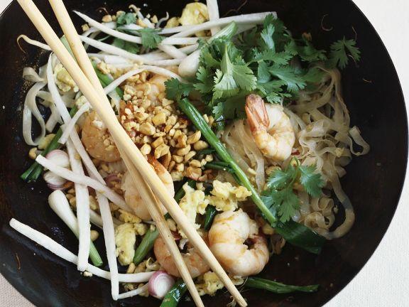 Reisnudeln mit Shrimps und Nüssen