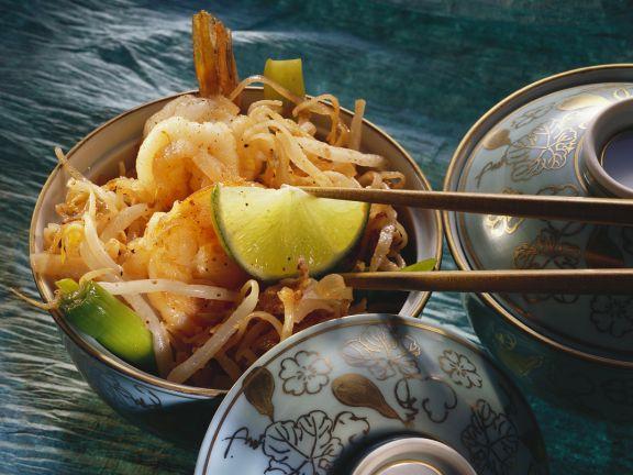 Reisnudeln mit Shrimps und Sprossen