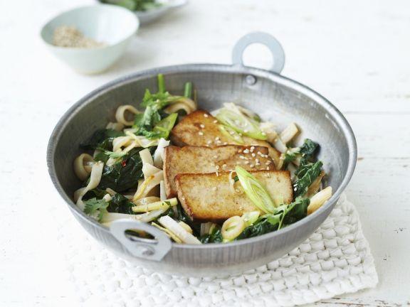 Reisnudeln mit Spinat und Tofu
