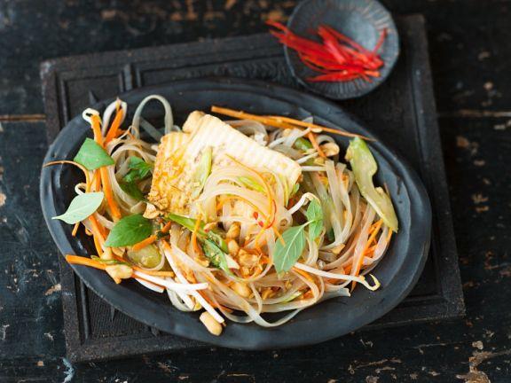 Gebratener Tofu mit Reissnudelsalat