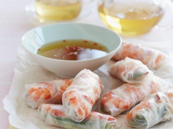 Reispapierröllchen mit Chilisauce