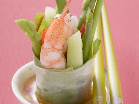 Reispapierwickel mit Shrimps, Gemüse und Dip