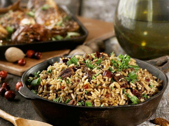 Reispfanne mit Cranberries und Pekannüssen