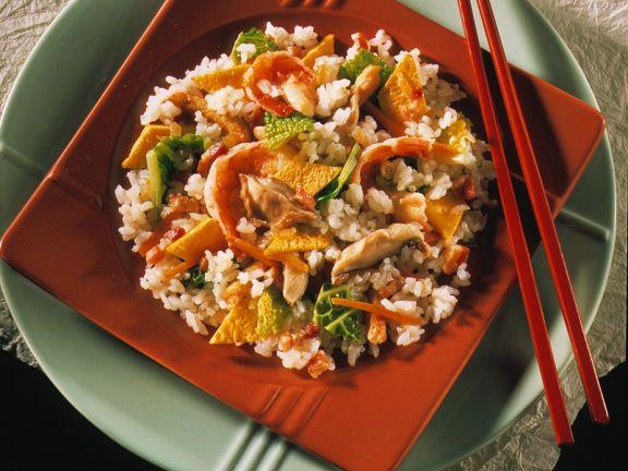 Reispfanne mit Omelette und Hähnchen