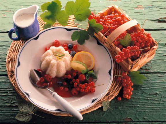 Reispudding mit verschiedenen Beeren