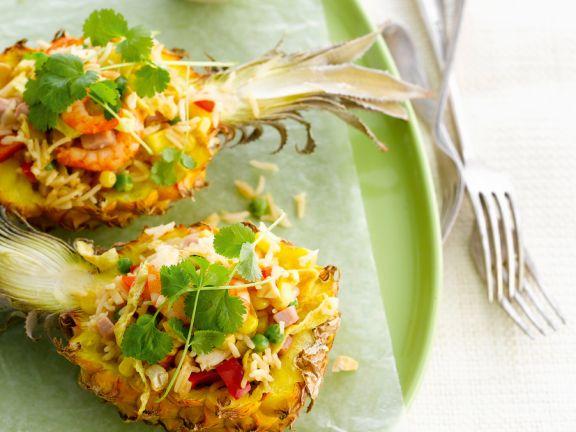 Reissalat in der Ananas