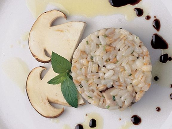 Reissalat mit Seeteufel und Steinpilzen