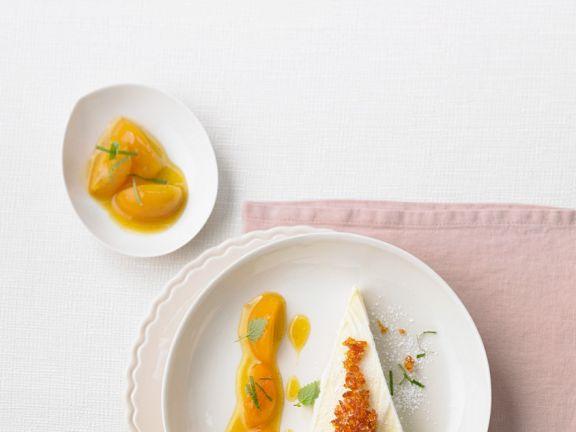Ricotta-Eistorte mit Aprikosensauce
