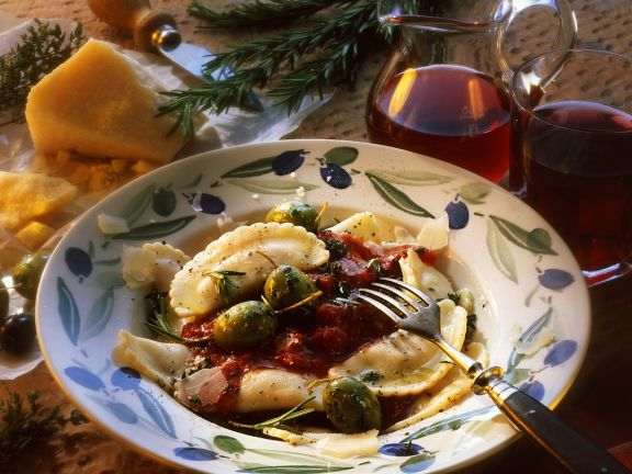Ricotta-Teigtaschen mit Tomatensauce