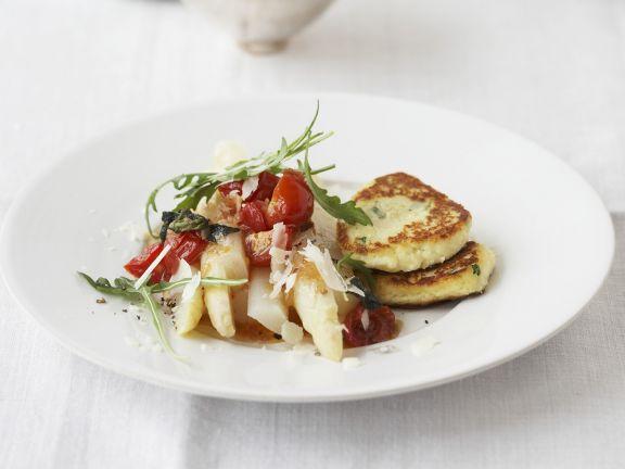 Ricottapuffer mit Spargel und Tomaten