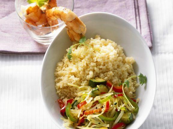 Riesengarnelen mit Couscous und Salat