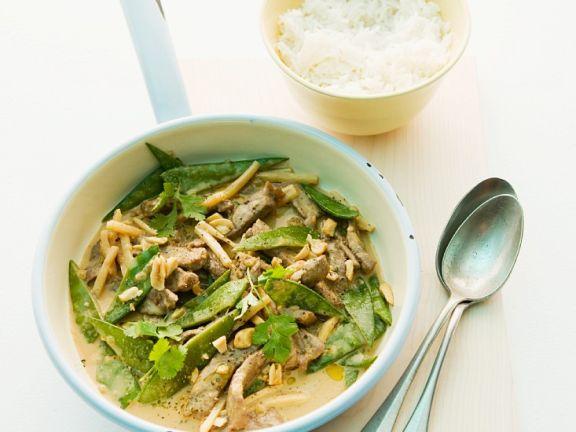 Rinder-Erdnuss-Curry mit Zuckerschoten