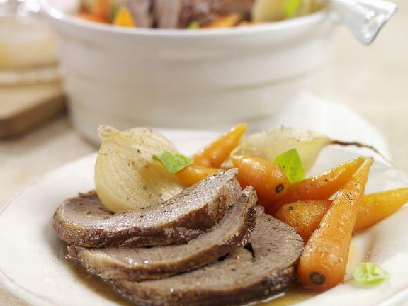 Rinderbraten mit Zwiebel-Karotten-Gemüse