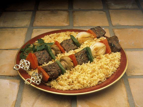 Rindfleisch-Gemüsespieße mit Reis