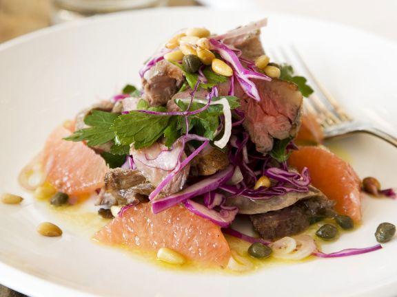 Rindfleisch-Grapefruit-Salat mit Pinienkernen