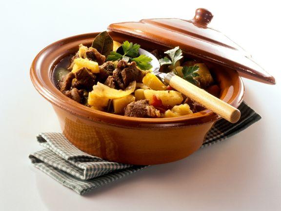 Rindfleisch-Gulasch mit Paprika und Kartoffeln