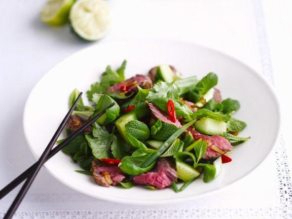 Rindfleisch-Gurken-Salat mit Thai-Kräutern