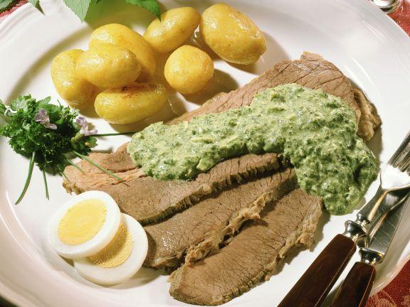 Rindfleisch mit Kräutersoße und Kartoffeln