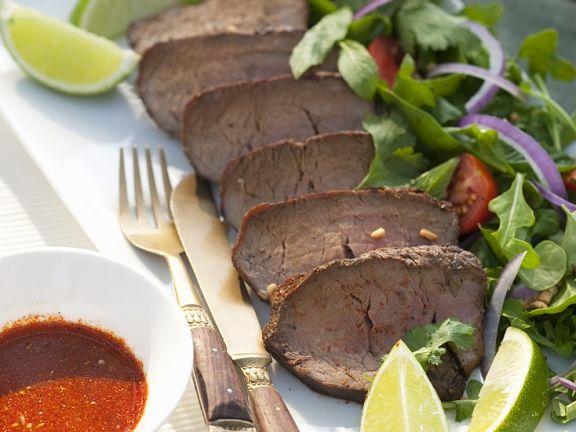 Rindfleisch mit Salat im Thai-Style