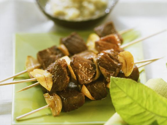 Rindfleisch-Satay mit Knoblauch und Ingwer