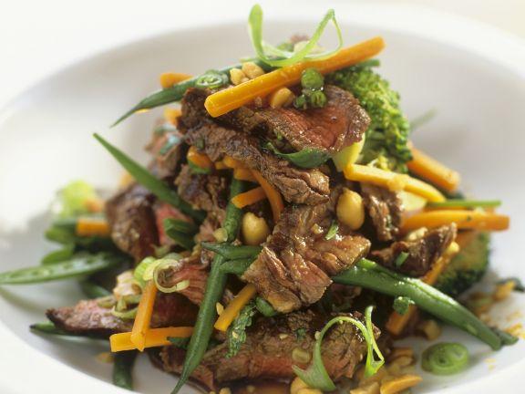 Rindfleischsalat mit Erdnüssen